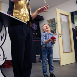 Kinderlachen bei Zauberer Magic Martin