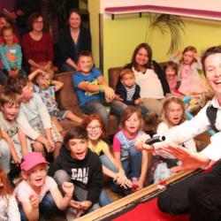Fröhliche Gesichter bei der Zaubershow mit Magic Martin